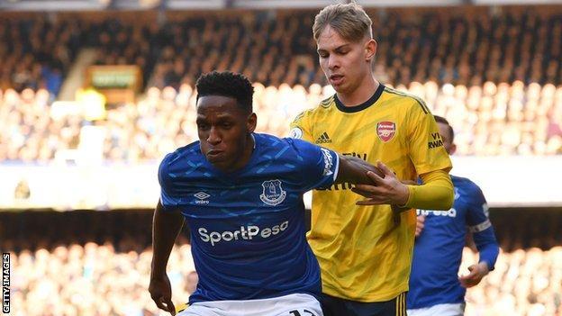 Yerry Mina of Everton holds off Arsenal's Emile Smith Rowe