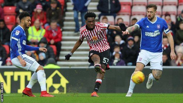 Ovie Ejaria (centre) in action for Sunderland