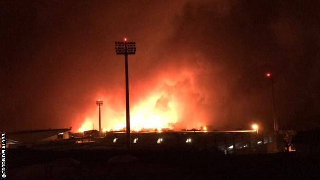 Εικόνα που δείχνει φωτιές που πλησιάζουν το CD Tondela