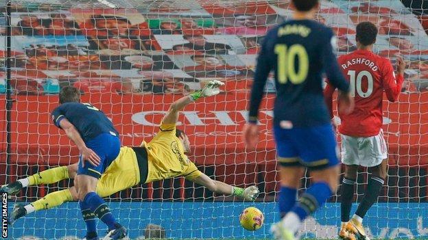 Alex McCarthy dives but concedes a goal against Manchester United