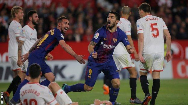 Luis Suarez celebrates his goal that brought the score back to 2-1 against Sevilla