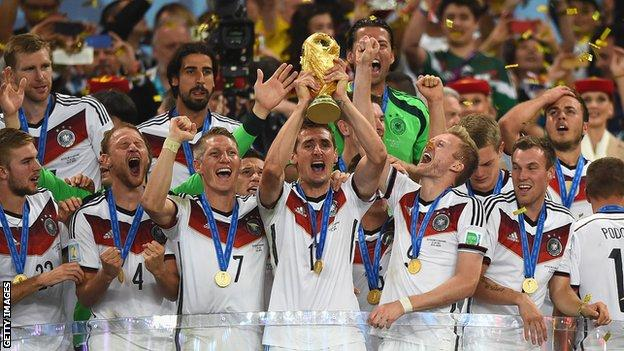 Germany lift 2014 World Cup trophy
