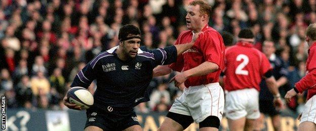 Budge Pountney holds off Wales flanker Martyn Williams