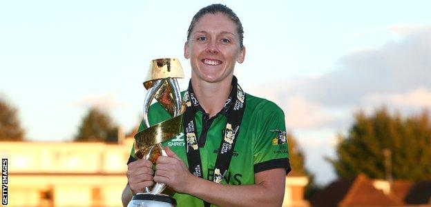 Heather Knight lifts the KSL trophy at Hove in 2019