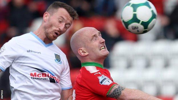 United's Willie Faulkner challenges Cliftonville midfielder Ryan Catney