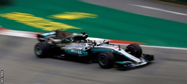 Lewis Hamilton in action at the Singapore Grand Prix