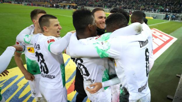 Borussia Monchengladbach 2-1 Bayern Munich: Bundesliga leaders beat champions thumbnail