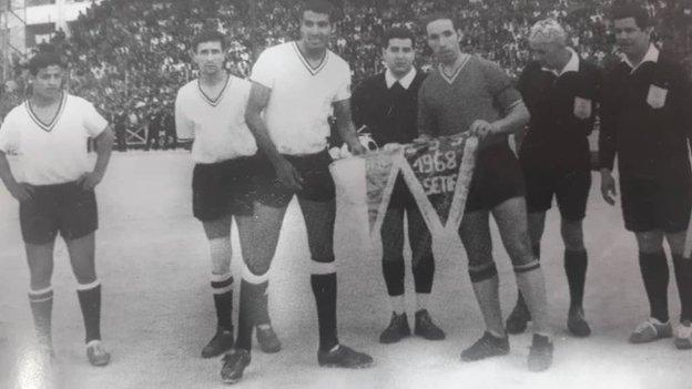 Abdelhamid Salhi (far left) ahead of the kick-off of the 1968 Algeria Cup Final between Entente Setif and NA Hussein Dey