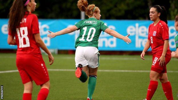 Reičela Fērnsa gūst vārtus pret Luksemburgu