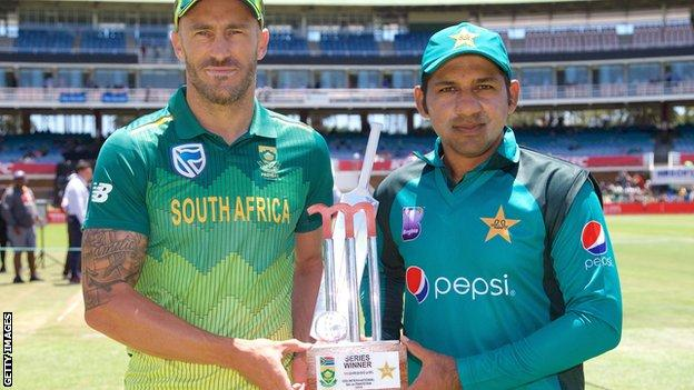 South Africa captain Faf du Plessis and Pakistan skipper Sarfaraz Ahmed