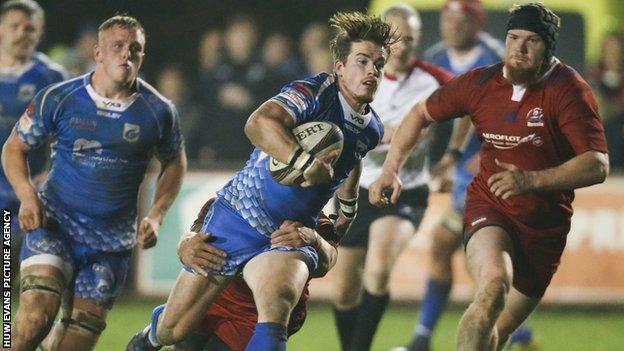 Rhodri Davies of Dragons races away to score