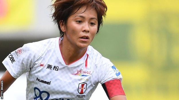 Mana Iwabuchi, INAC Kobe Leonessa için iş başında