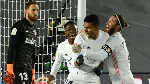 Real Madrid celebrate Casemiro's goal