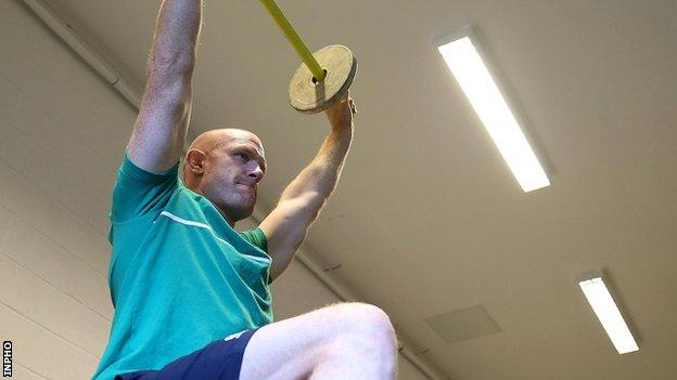 Ireland captain Paul O'Connell wants the players to raise the bar with an improved performance against France on Sunday
