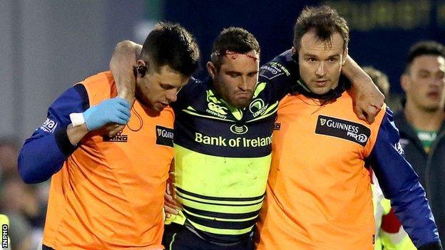 Dave Kearney comes off injured