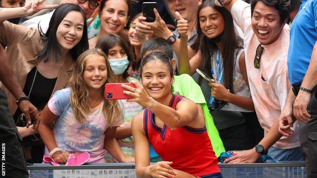 Emma Raducanu with fans at the US Open