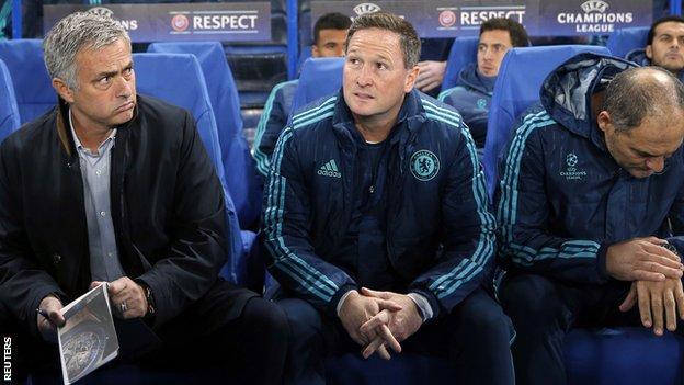 Chelsea manager Jose Mourinho (left)