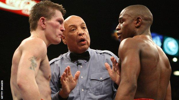 Ricky Hatton faces up to Floyd Mayweather