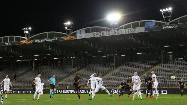 Lask 0 5 Manchester United Stunning Odion Ighalo Effort Sets Up Europa League Win Bbc Sport