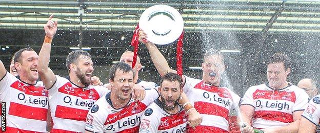 Leigh celebrate