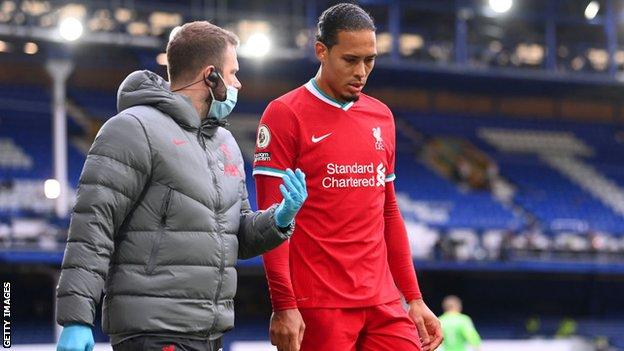Virgil van Dijk leaves the pitch after sustaining an injury against Everton