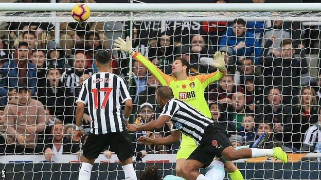 Salomon Rondon scores for Newcastle