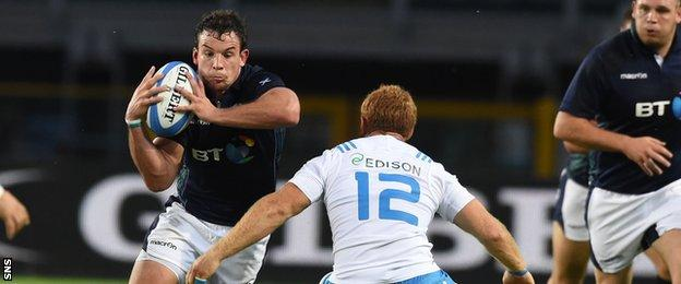 John Hardie makes his way past Italy's Gonzalo Garcia