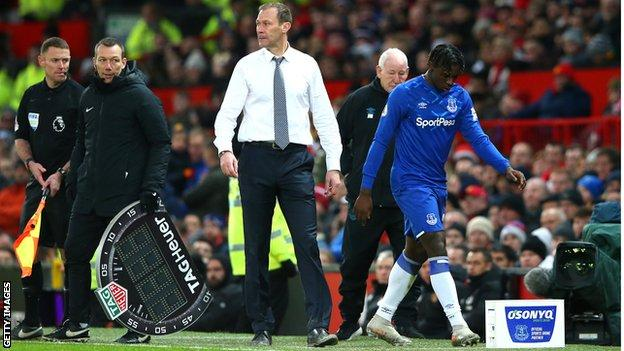 Everton interim boss Duncan Ferguson did not look at Moise Kean after substituting him
