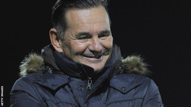 Sutton United boss Paul Doswell on the sidelines