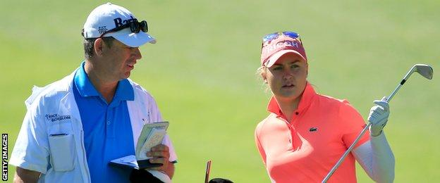 Charley Hull discusses club selection with caddie