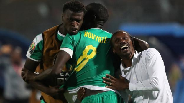 Africa Cup of Nations: Senegal reach final with victory over Tunisia thumbnail