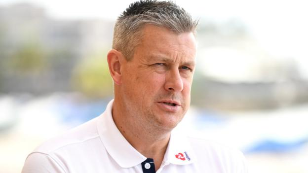 Ashley Giles: England '99.9% likely' to appoint one coach to replace Trevor Bayliss thumbnail