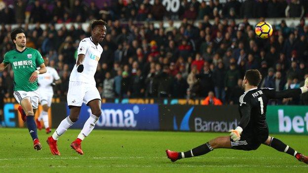 Tammy Abraham missed when one-on-one with the goalkeeper in injury time
