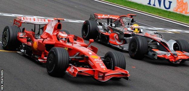 Kimi Raikkonen and Lewis Hamilton at the 2008 Belgian Grand Prix