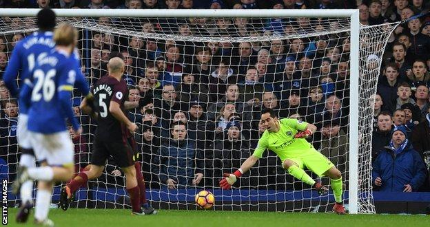 Claudio Bravo could not stop Kevin Mirallas putting Everton 2-0 ahead