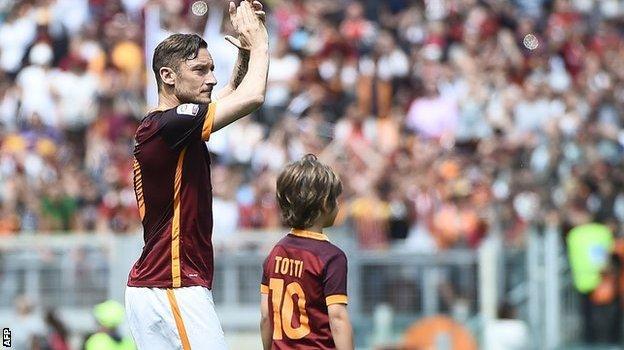 Francesco Totti celebrates his 600th game for the club