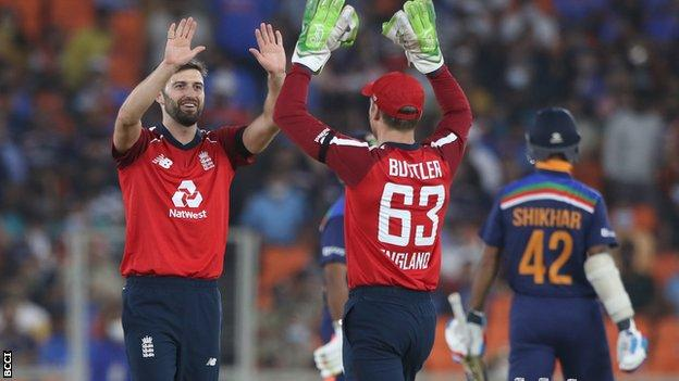 Mark Wood and Jos Buttler