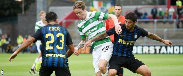 Stefan Johansen playing against Inter