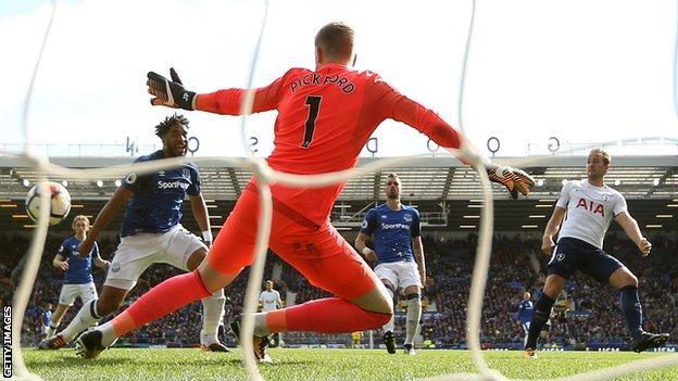 Harry Kane scores his second goal