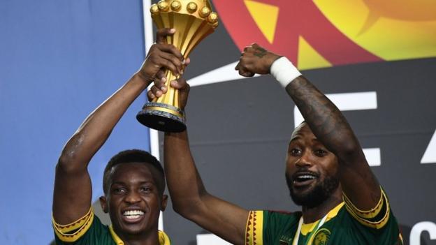 Nicolas Nkoulou celebrates with teammate Benjamin Moukandjo