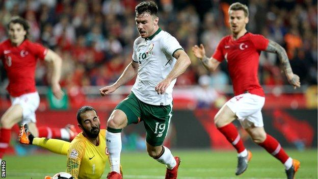 Republic debutant Scott Hogan's heavy touch as he rounded Turkey goalkeeper Volkan Babacan meant his first-chance chance was squandered