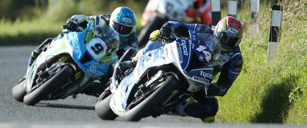Dan Kneen heads Dean Harrison in the concluding Superbike race at Dundrod
