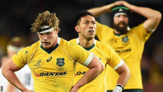 Michael Hooper and Australian team-mates look dejected