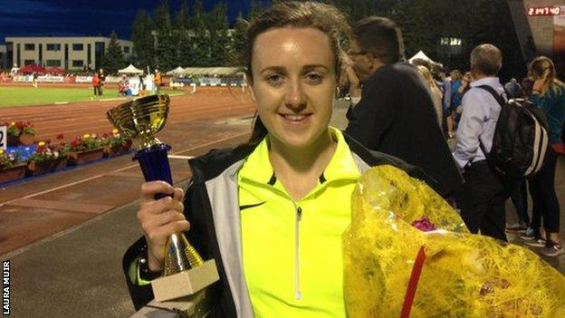 Laura Muir celebrates with her trophy for winning the race