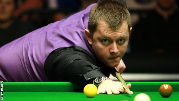 Mark Allen clinched a final frame decider against Mark Davis at the Players Championship