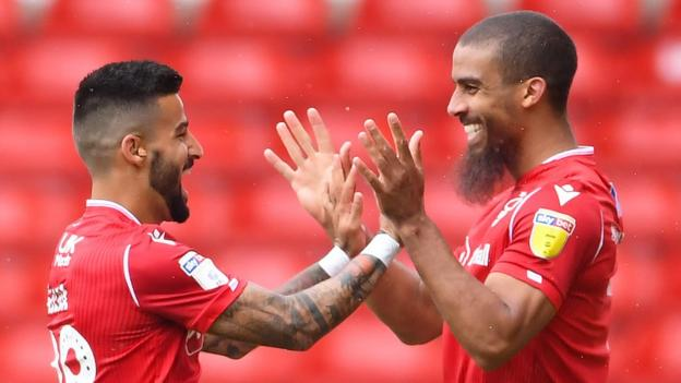 Nottingham Forest 3-1 Huddersfield Town: Lewis Grabban leads Reds to win thumbnail