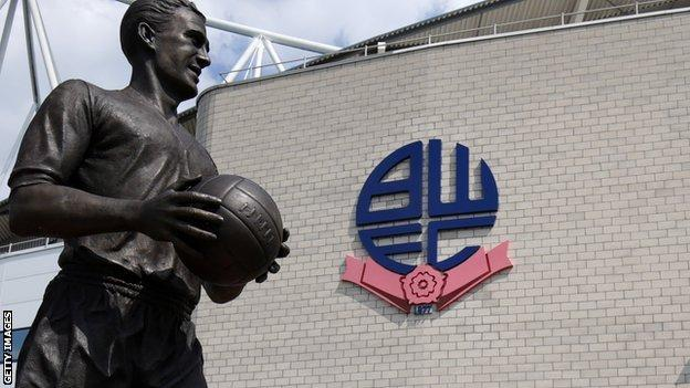Nat Lofthouse statue at the Macron Stadium