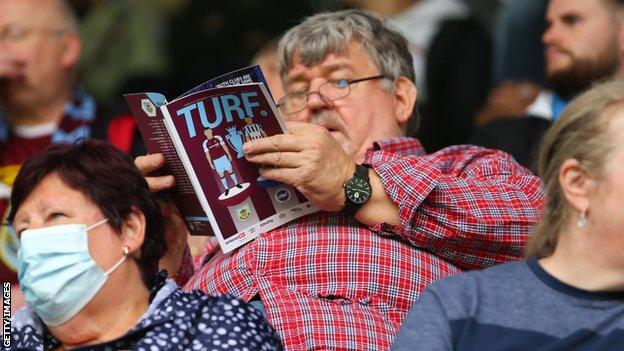 Turf Moor, aficionados, Burnley, Brighton & Hove Albion, programa de partidos