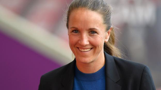Casey Stoney: How boxing helped Man Utd Women to brink of promotion thumbnail