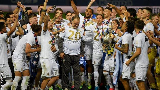 marcelo Bielsa and Leeds celebrate winning promotion to the English top flight